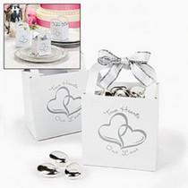 http://d3d71ba2asa5oz.cloudfront.net/12001231/images/2hearts_wedding_favors_boxesf.jpg
