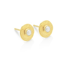 HAMMERED STUD EARRINGS PEARL - GOLD