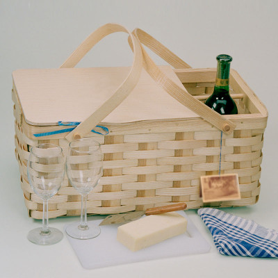 Peterboro Deluxe Vineyard Picnic Basket