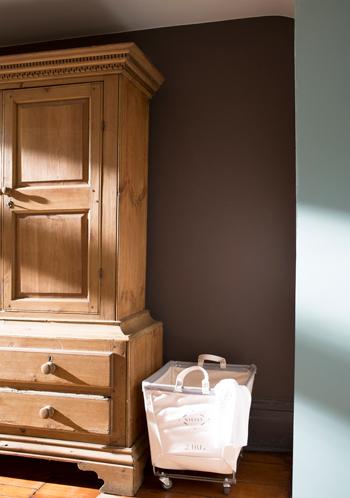 14b-armoire-brownstonecsp-240-wythebluehc143.jpg