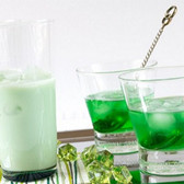 Creme de Menthe Flavor water soluble  a fresh, minty and cool taste  Ingredients:Natural & Artificial Flavor, Propylene Glycol, Ethyl Alcohol