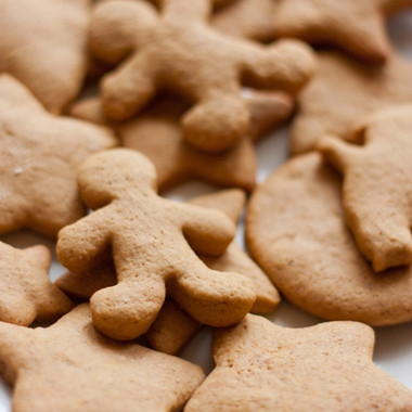 Gingerbread Cookie water soluble a rich spicy flavor contains trace amounts of custard notes Ingredients: Natural and Artificial Flavors, Propylene Glycol
