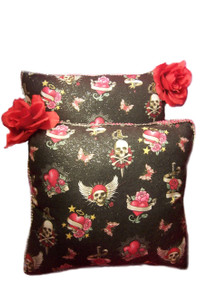 2-Piece Decorative Skulls Pillow Set