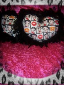 2- Piece Betty Boop Heart Pillow Set