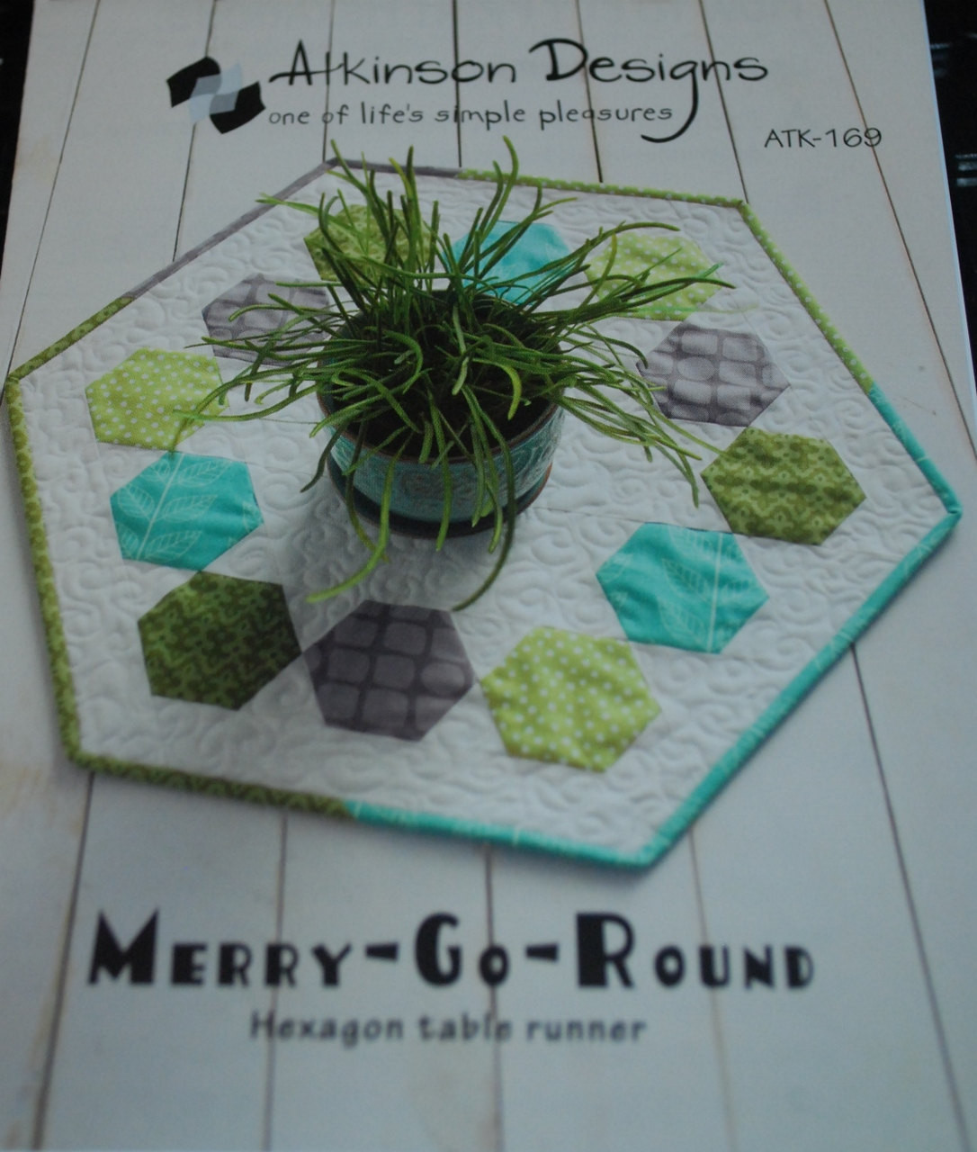 Merry go round hexagontable runner atkinson designs for 10 minute table runner 30 minute tote bag