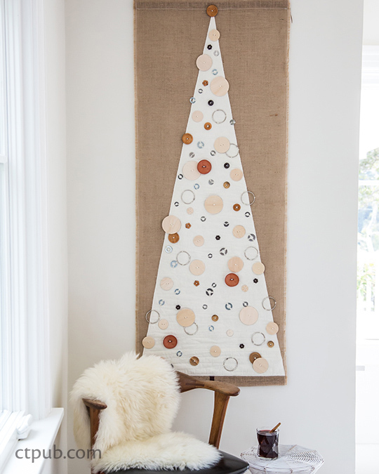 """Holiday Tree Wall Art"" in the book URBAN SCANDINAVIAN SEWING 18 Seasonal Projects for Modern Living by Kirstyn Cogan #urbanscandinaviansewing #kirstyncogan #ctpublishing #stashbooks #modern #nordic #christmas #Christmastree"