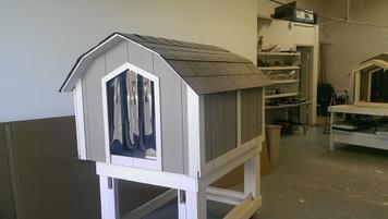 X-Large Basic Dog House With A/C