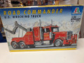 794 Road Commander U.S.Wrecking Truck