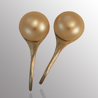 Silver drop earrings with 13mm pearl.