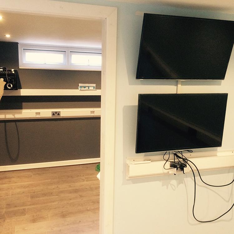 hollyoaks-tv-control-room-1-new.jpg