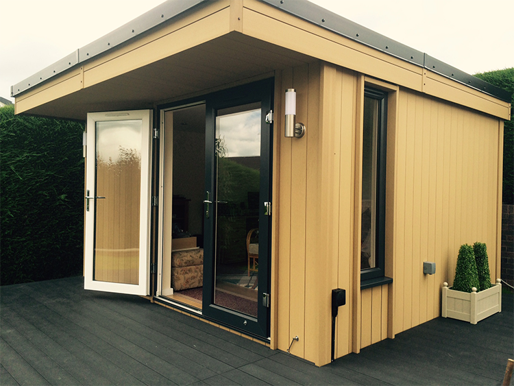 Garden Room in Ruthin, North Wales