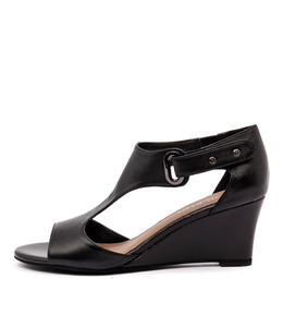 UNICO Wedge Sandals in Black Leather