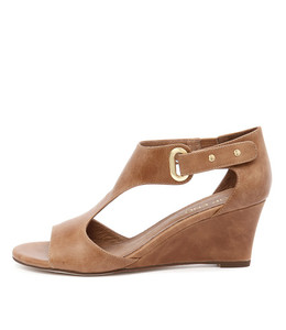 UNICO Wedge Sandals in Tan Leather