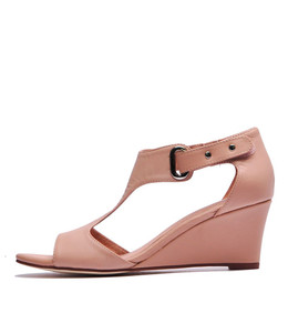 UNICO Wedge Sandals in Nude Leather