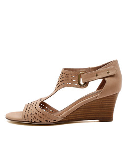 UDUKKA Wedge Sandals in Nude Leather