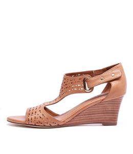UDUKKA Wedge Sandals in Tan Leather