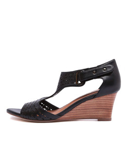 UDUKKA Wedge Sandals in Black Leather