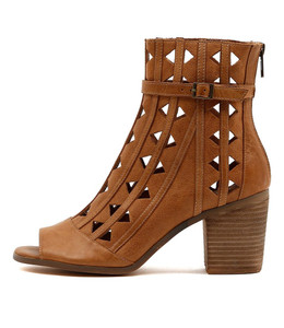 GIVE Heeled Booties in Tan Leather