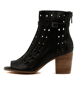 GIVE Heeled Booties in Black Leather