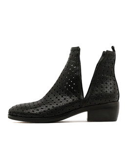 OBJECTIVE Ankle Boots in Black Leather