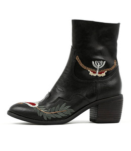 ONEIL Ankle Boots in Black Leather