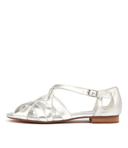 PERFORM Sandals in Silver Leather