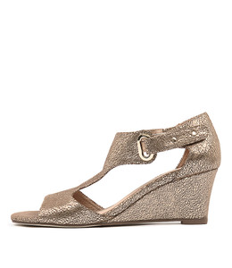 UNICO Wedge Sandals in Peach Crackle Leather