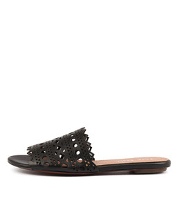 PLEASIR Sandals in Black Leather