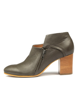 UPENN Heeled Booties in Olive Leather