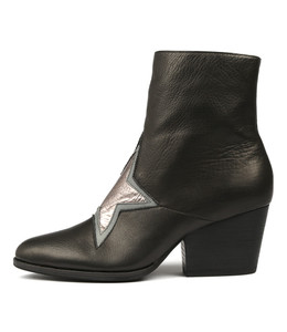 WALLO Ankle Boots in Black Leather