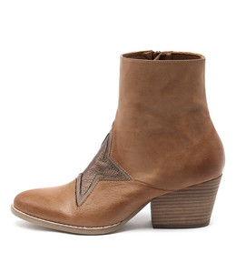 WALLO Ankle Boots in Dark Tan Leather