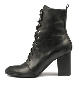 ALAYA Ankle Boots in Black Leather