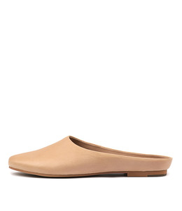 ARRIST Flats in Nude Leather