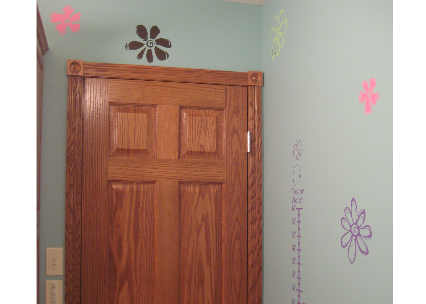 flower-wall-decal-in-bathroom.jpg