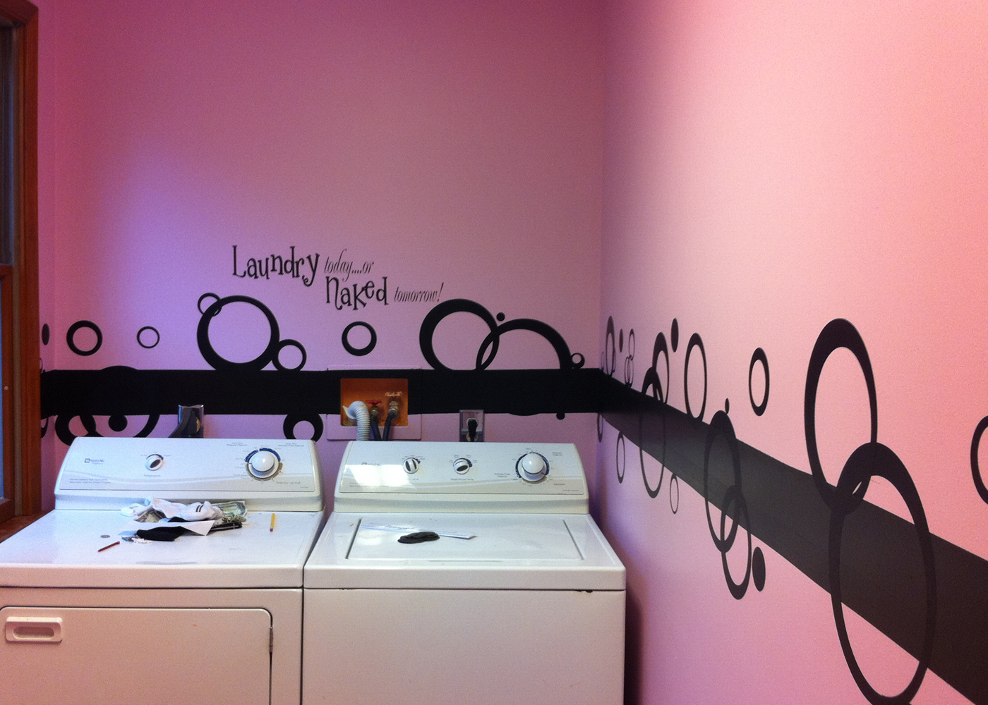 laundry-room-vinyl-wall-decal-quote-with-vinyl-decal-circles.jpg