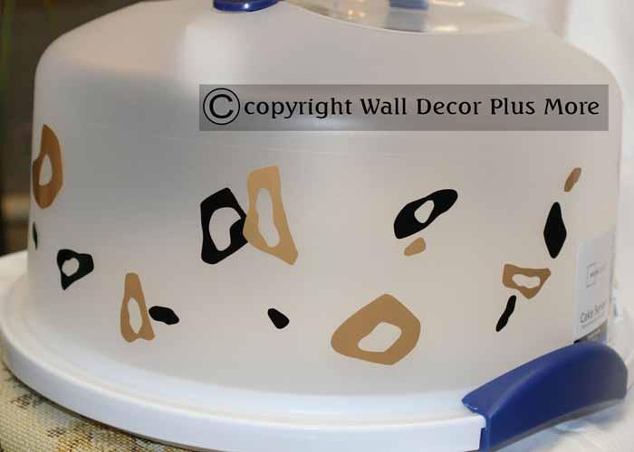 leopard-tiny-vinyl-circles-glossy-on-cake-serverextension-pg.jpg