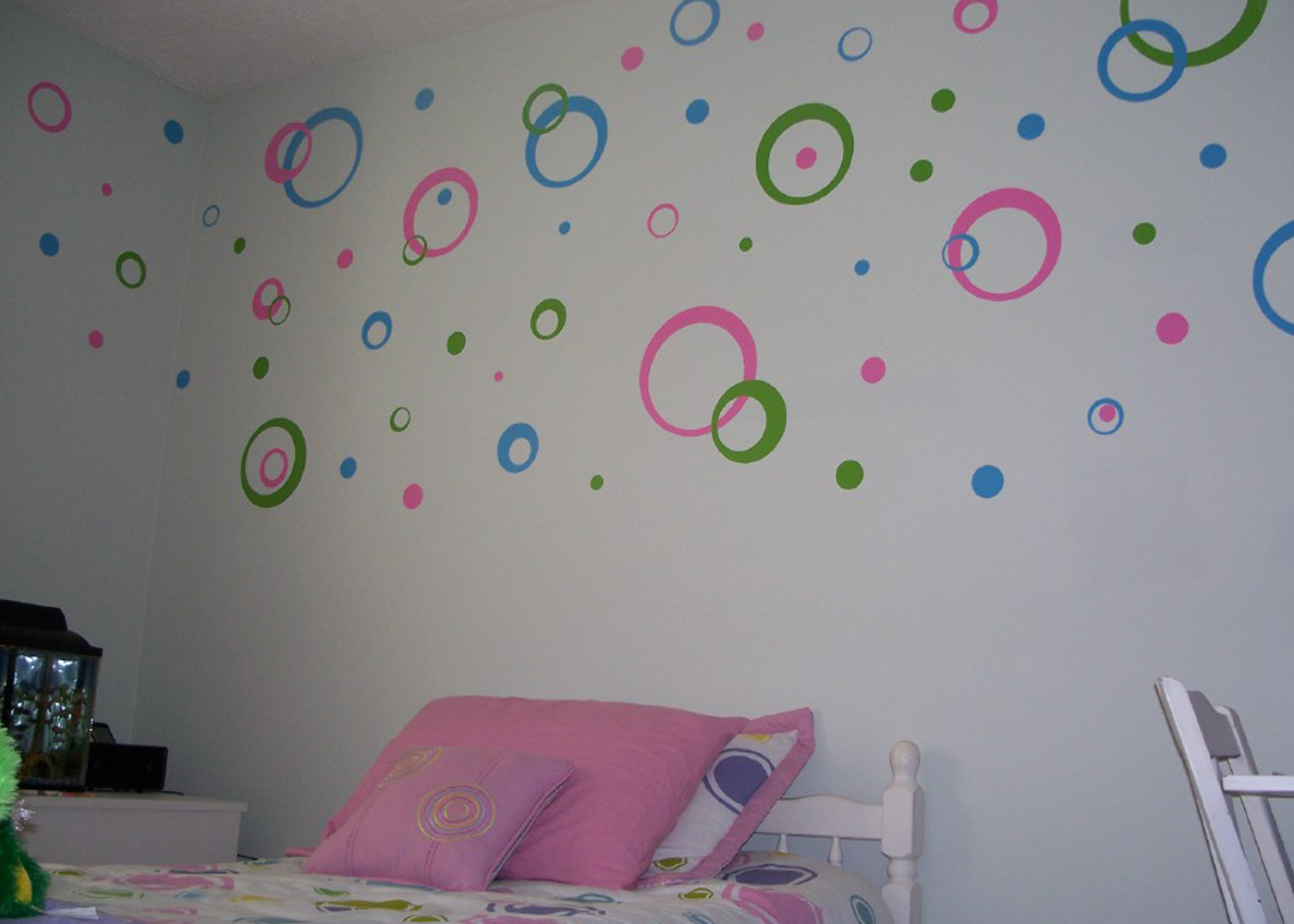 vinyl-wall-decal-circles-3-color-kylah-s-room.jpg