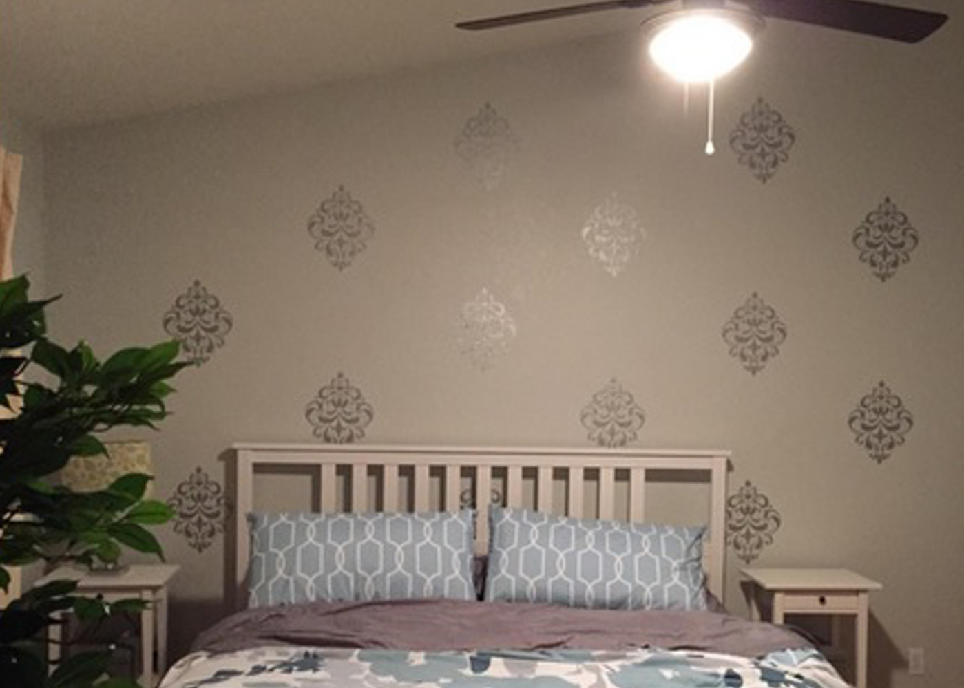 wd092-vintage-floral-medallion-wall-decal-in-silver.jpg