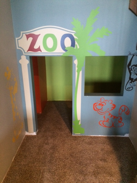 wd637-zoo-theme-under-stairs-playhouse-wall-decals.jpg