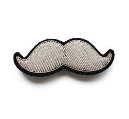 MACON & LESQUOY SMALL MOUSTACHE PIN (SILVER)