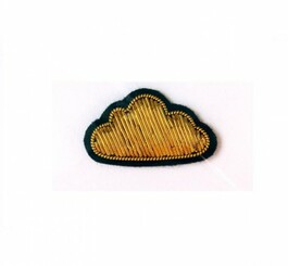 MACON & LESQUOY SMALL CLOUD PIN (GOLD)