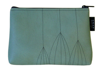 SNAP DESIGN PODS MAKEUP BAG IN SAGE GREEN WITH CHARCOAL