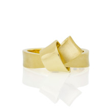 Knot Ring in Yellow Gold