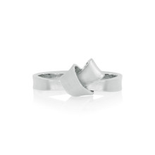 Mini Knot Ring in White Gold