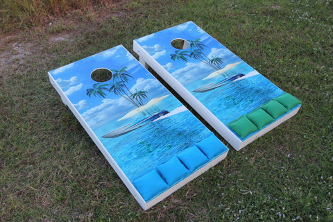 Island Paradise graphics with Turquoise & Grass colored Cornhole Bags