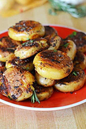 Crispy Outside Creamy Inside Garlic Herb Potatoes - (Free Recipe below ...