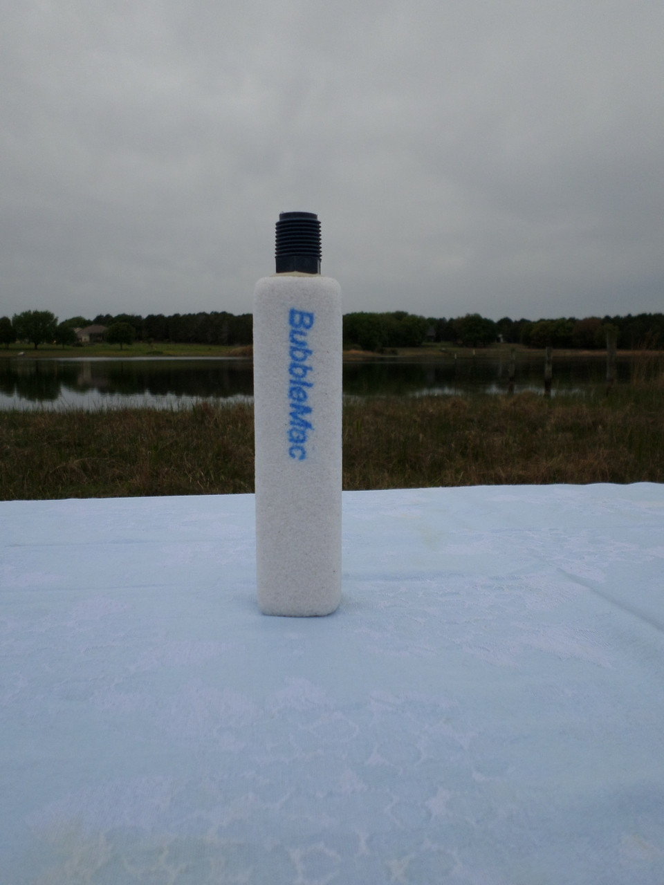 Fine pore air diffuser 1 5 x 1 5 x 6 w 1 2 npt pe for Bubblemac air diffusers