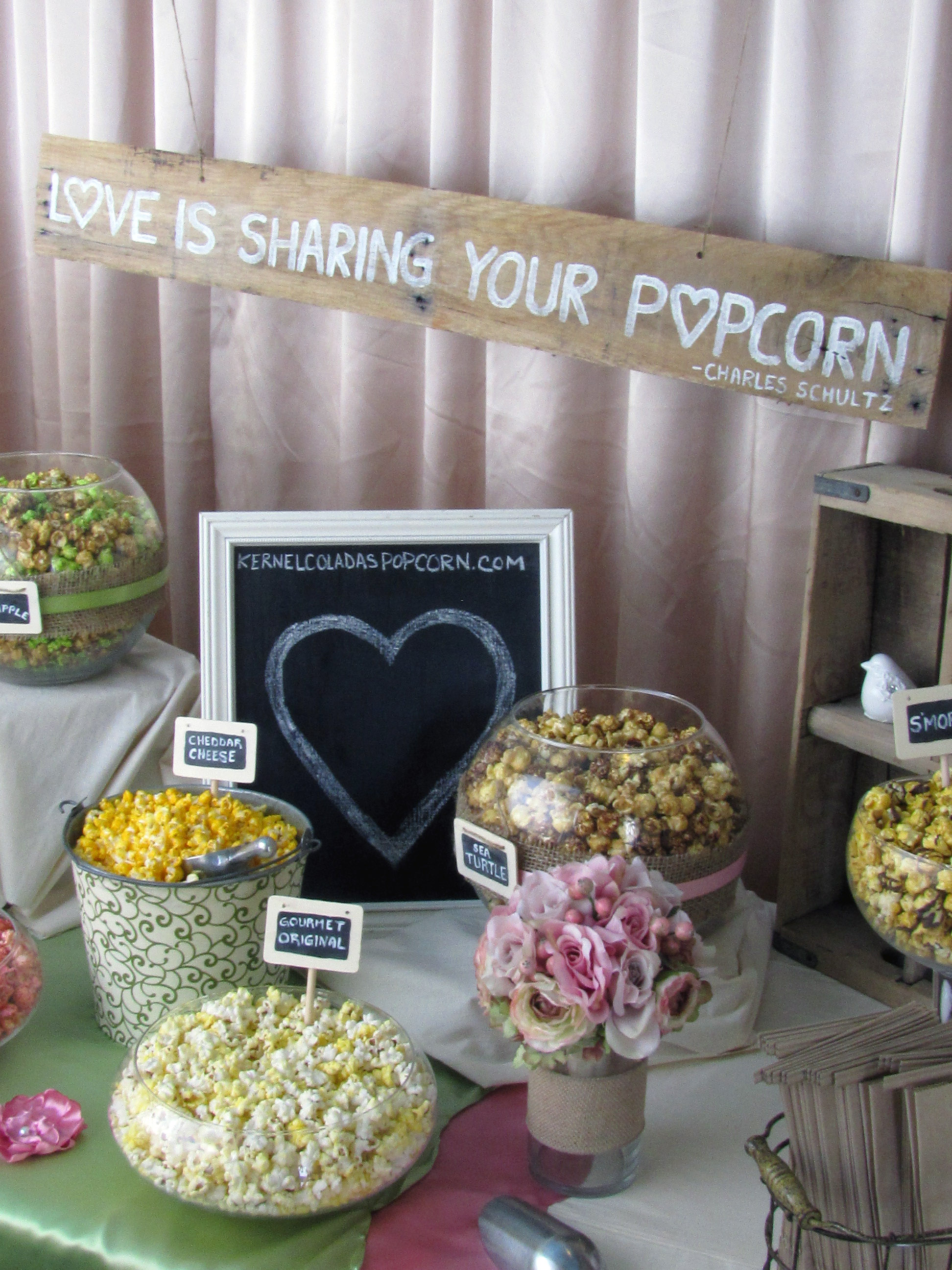 rustic-wedding-popcorn-bar.jpg
