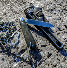 GEC -Tidioute - Huckleberry Boys Knife - Single Spear Blade with Bale and Chain -  OD Green Linen Micarta