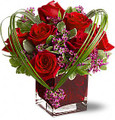 Sweet Thoughts Bouquet with Red Roses (Deluxe)